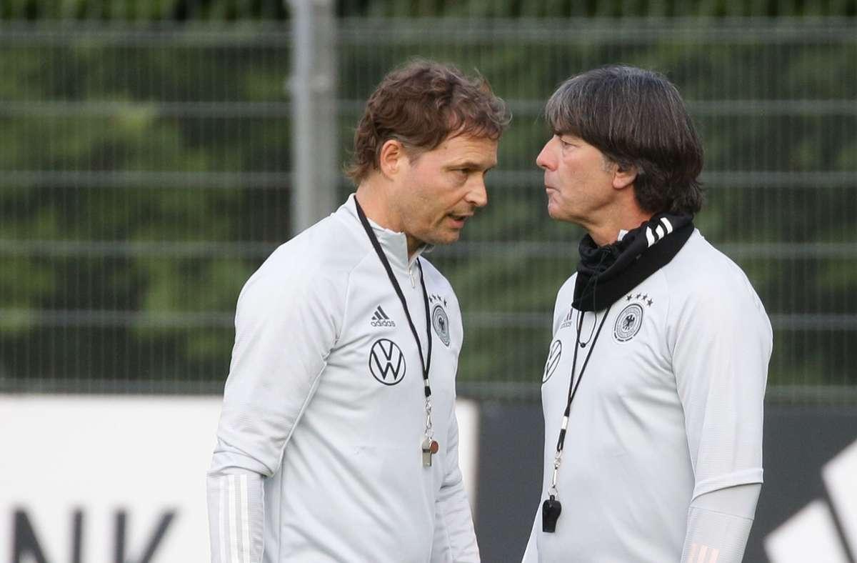 Marcus Sorg (links) und Joachim Löw bestreiten in Stuttgart ein Länderspiel gegen Spanien. Foto: Pressefoto Baumann/Hansjürgen Britsch
