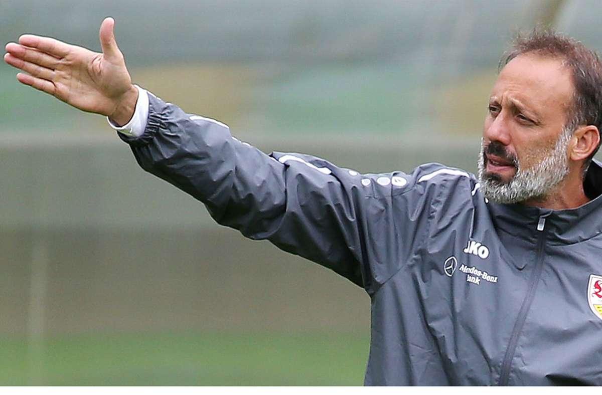 Trainer Pellegrino Matarazzo will dem VfB den Weg zum Klassenverbleib weisen. Foto: Baumann