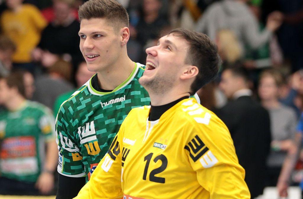 Zwei der Erfolgsgaranten für den Frisch-Auf-Sieg in Lemgo: Rückraumspieler Sebastian Heymann (li.) und Torwart Daniel Rebmann. Foto: Baumann