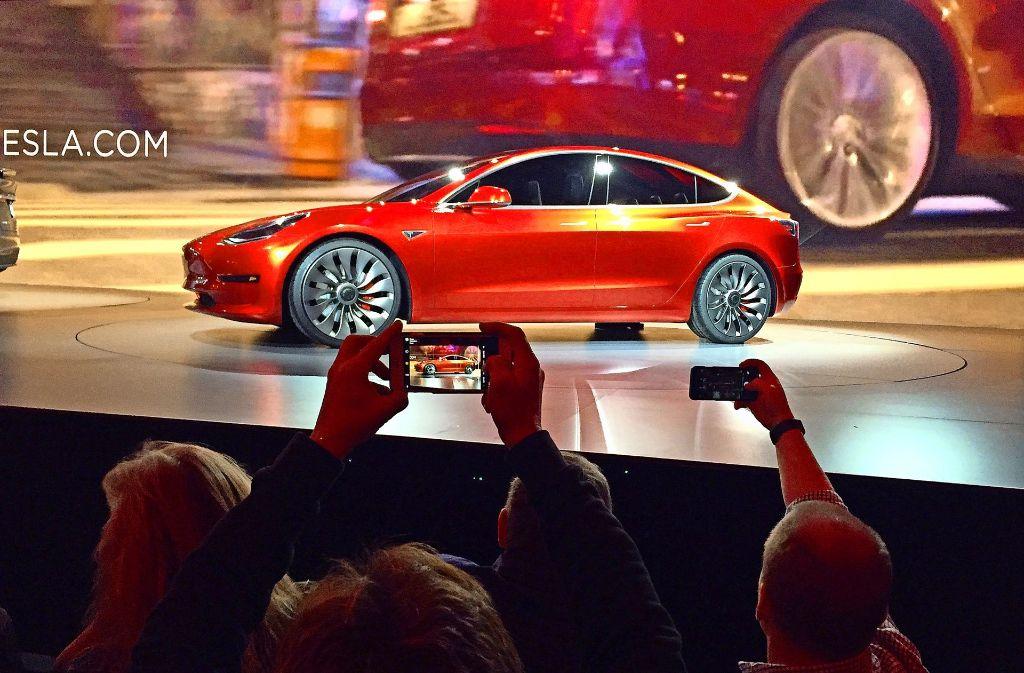 Tesla will keine Verzögerungen beim Model 3 hinnehmen, das den Absatz des Unternehmens in neue Höhen treiben soll. Foto: AP