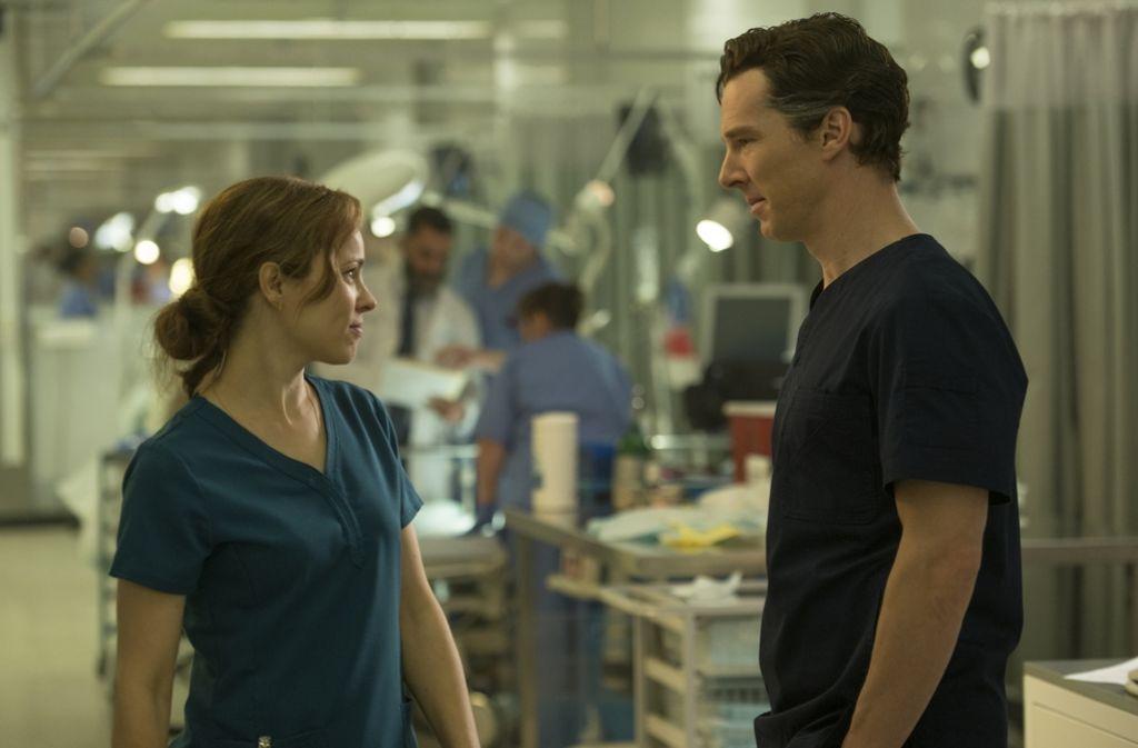 Dr. Palmer (Rachel McAdams) wird ihren Kollegen Stephen Strange (Benedict Cumberbatch) bald an anderes als die Medizin verlieren. Foto: Walt Disney
