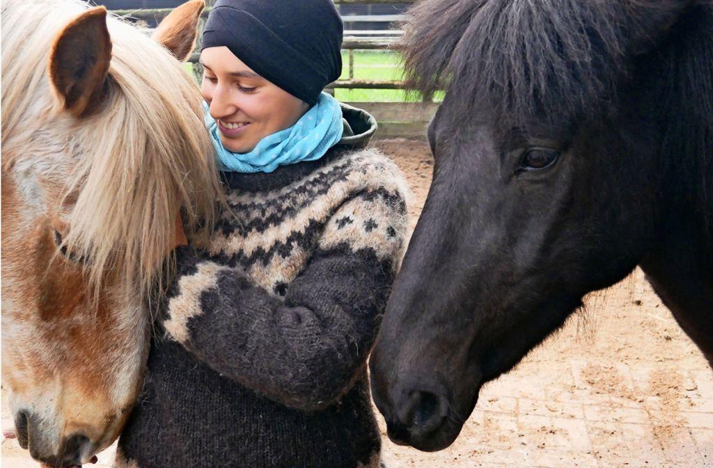 Isra Sellam hat dank des Freiwilligen Ökologischen Jahrs auf der Jugendfarm ihren Weg gefunden. Foto: Eileen Breuer