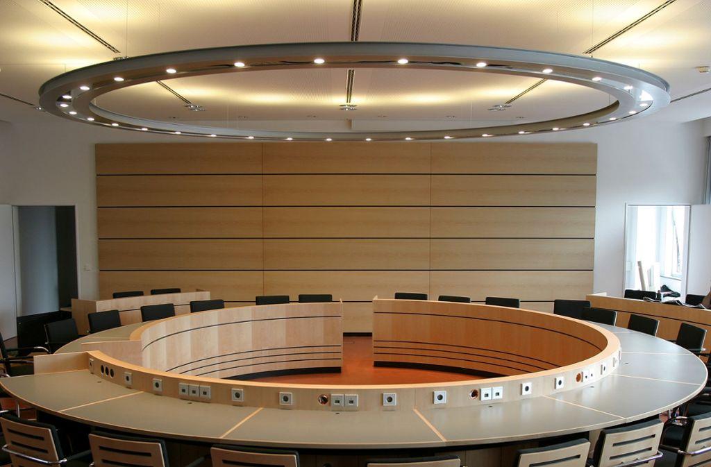 Bei der ersten  Sitzung im Rathaus gibt es im Bezirksbeirat Mitte setzt Sozialdemokrat Huth ein Zeichen der Abgrenzung zur AfD. Foto: Wilhelm Mierendorf