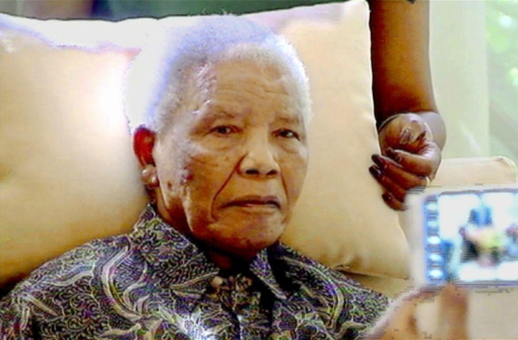 Bei Fernsehaufnahmen dieser Tage sah Mandela verwirrt und teilnahmslos aus. Foto: AP