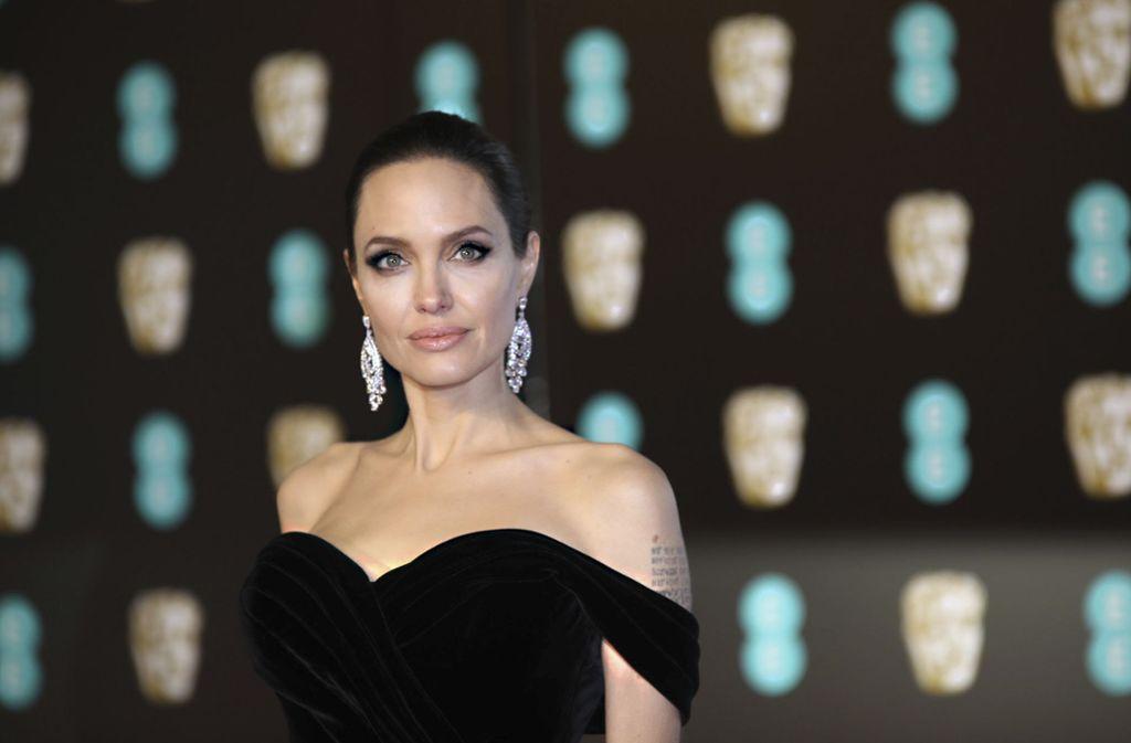 Bei etwa einem Viertel aller Frauen mit Brustkrebs treten vermehrt Brustkrebsfälle in der Familie auf. Bei der US-Schauspielerin Angelina Jolie konnte mittels eines Tests ein genetisch bedingtes Erkrankungsrisiko festgestellt werden. Foto: picture alliance/dpa