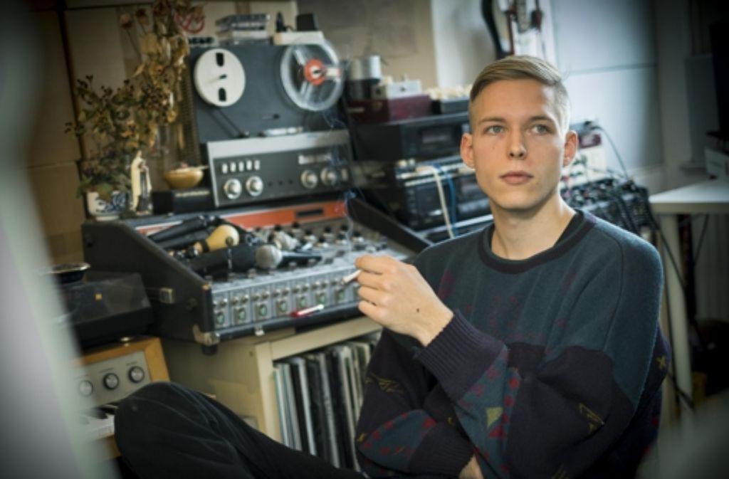 Max Rieger in seinem WG-Zimmer / Tonstudio / Plattenlager. Foto: Lichtgut/Max Kovalenko