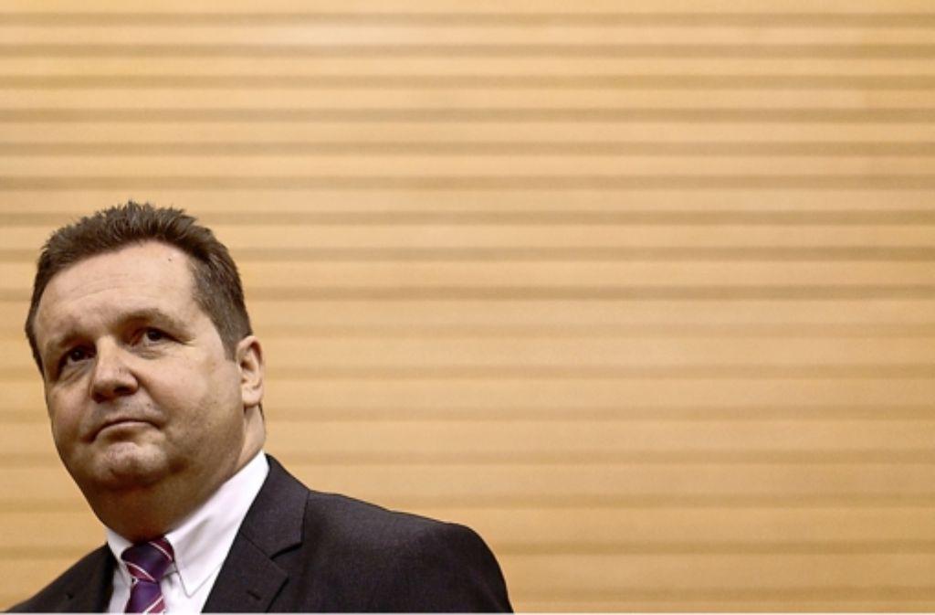 Der ehemalige Ministerpräsident des Landes Baden-Württemberg, Stefan Mappus, wirft mit vermeintlich gelöschten Mails neue Fragen auf. Foto: dpa