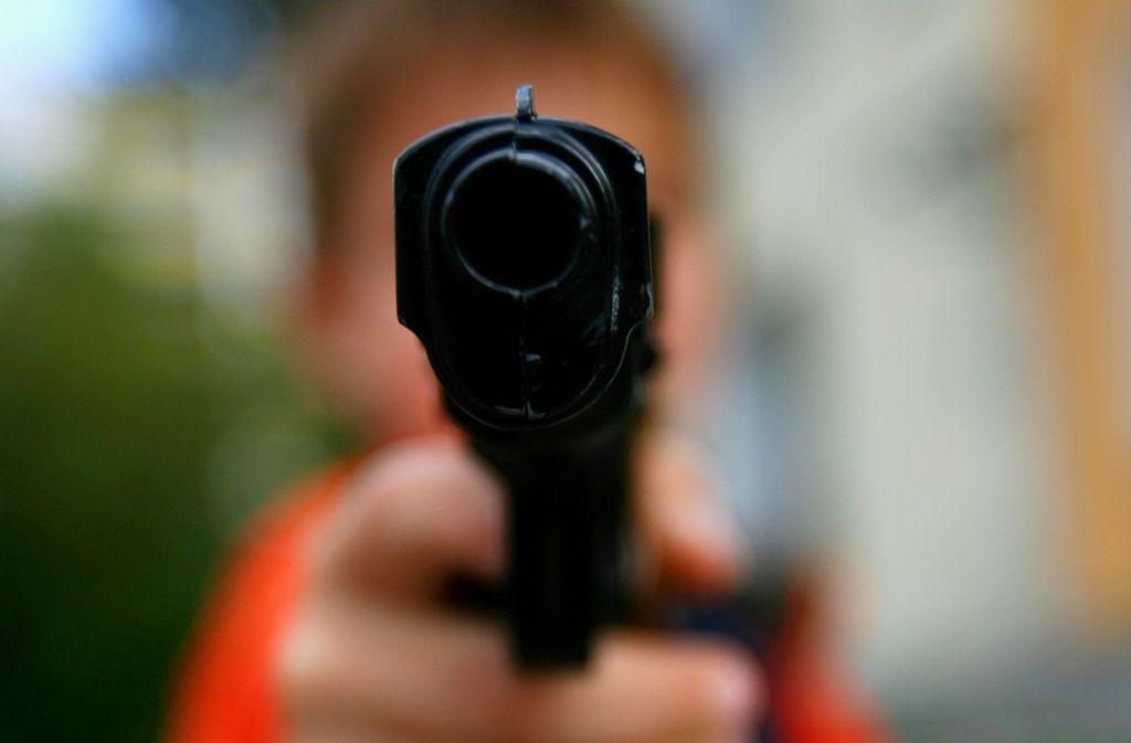 Eine Spielzeugpistole erschreckte Café-Besucher in Fellbach (Symbolbild). Foto: dpa