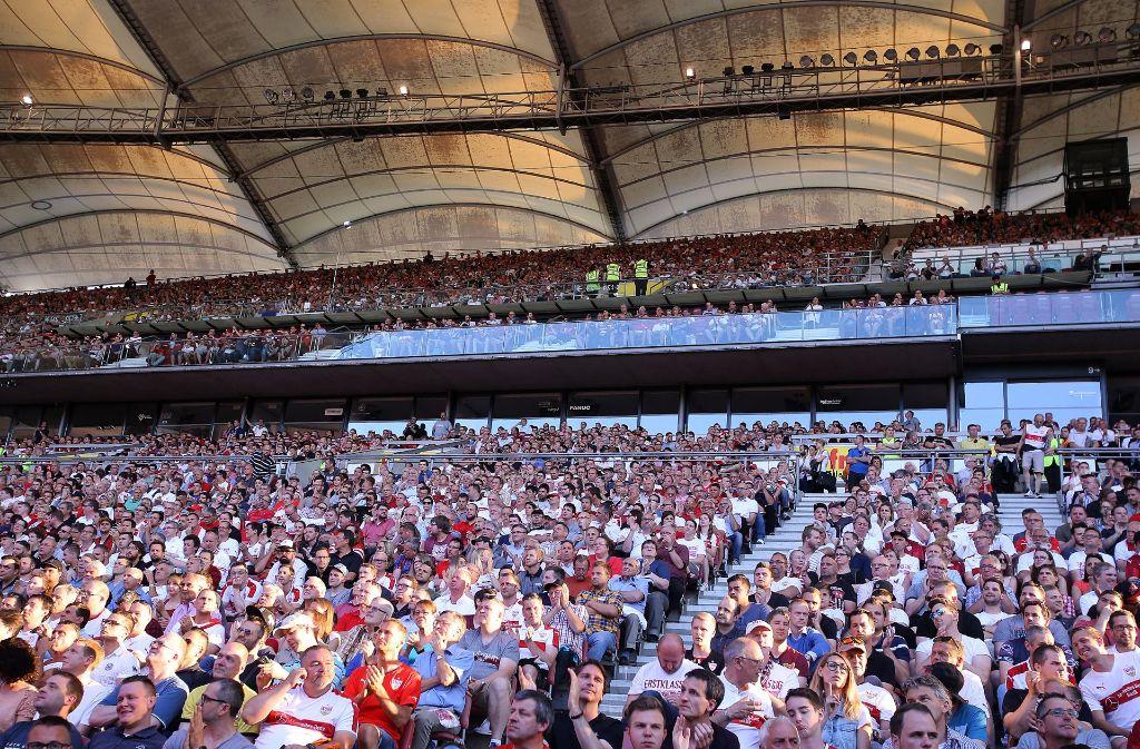 Viele Fans des VfB Stuttgart sind unzufrieden mit dem offiziellen Caterer Aramark. Foto: Pressefoto Baumann