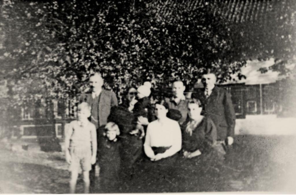 Nur ein verblichenes Familienfoto ist Elfriede Rick nach ihrer Flucht aus Ostpreußen geblieben. Damals war sie ein dreizehnjähriges Mädchen. Foto: privat