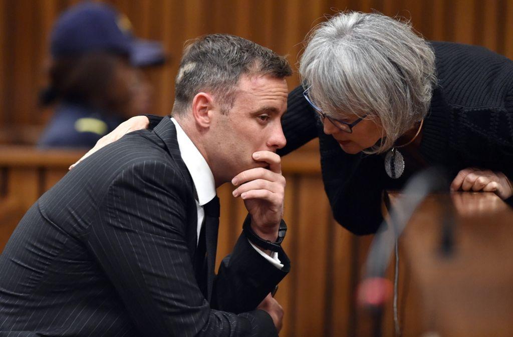 Ist nicht in der Lage auszusagen:  der wegen Mordes angeklagte ehemalige Sprintstar Oscar Pistorius. Das Urteil wird am Freitag erwartet. Foto: INDEPENDENT MEDIA POOL/DPA