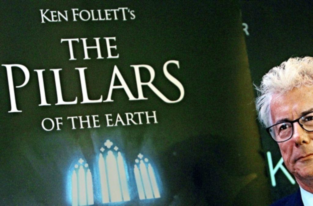 """Der Autor Ken Follett hat auf der Frankfurter Buchmesse persönlich  die PC-Spiel-Adaption  seines Romans """"Die Säulen der Erde"""" vorgestellt. Foto: AFP"""