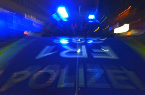 17-jähriger Autofahrer prallt betrunken gegen mehrere Fahrzeuge