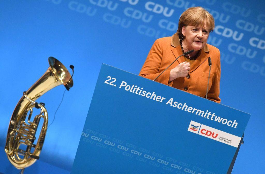 Bundeskanzlerin Angela Merkel (CDU) hat mit Nachdruck die Freilassung des in Istanbul inhaftierten deutsch-türkischen Journalisten Deniz Yücel gefordert. Foto: dpa-Zentralbild