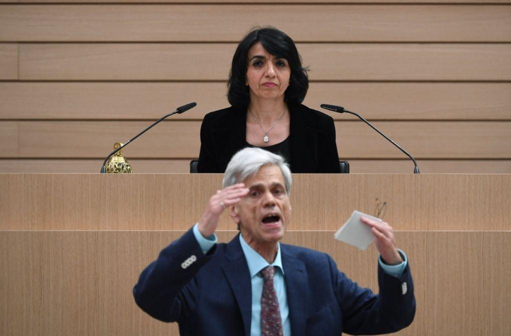 AfD-Mann Gedeon mit Landtagspräsidentin Aras in der ersten Sitzung des neuen Landtags. Foto: dpa