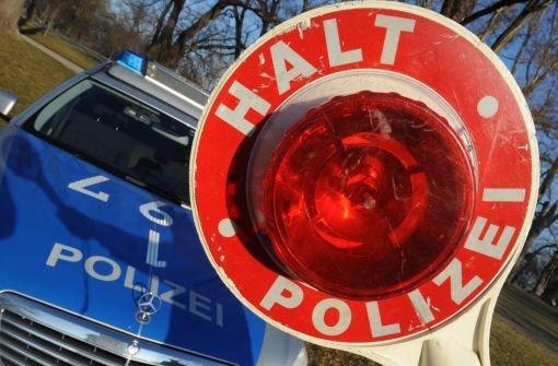 23.11.: Polizisten mit Spritze gestochen