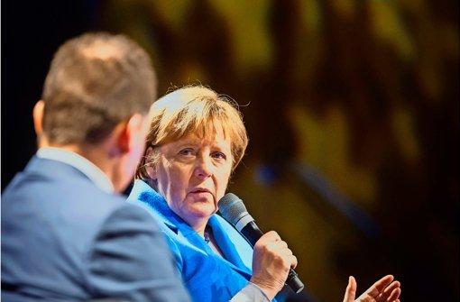 """Auftritt in der Liederhalle: Ob sie ihren Spitznamen """"Mutti"""" möge, wurde Merkel gefragt. """"Ich habe gelernt, damit zu leben"""", antwortete die Kanzlerin. Foto: Lichtgut/Achim Zweygarth"""