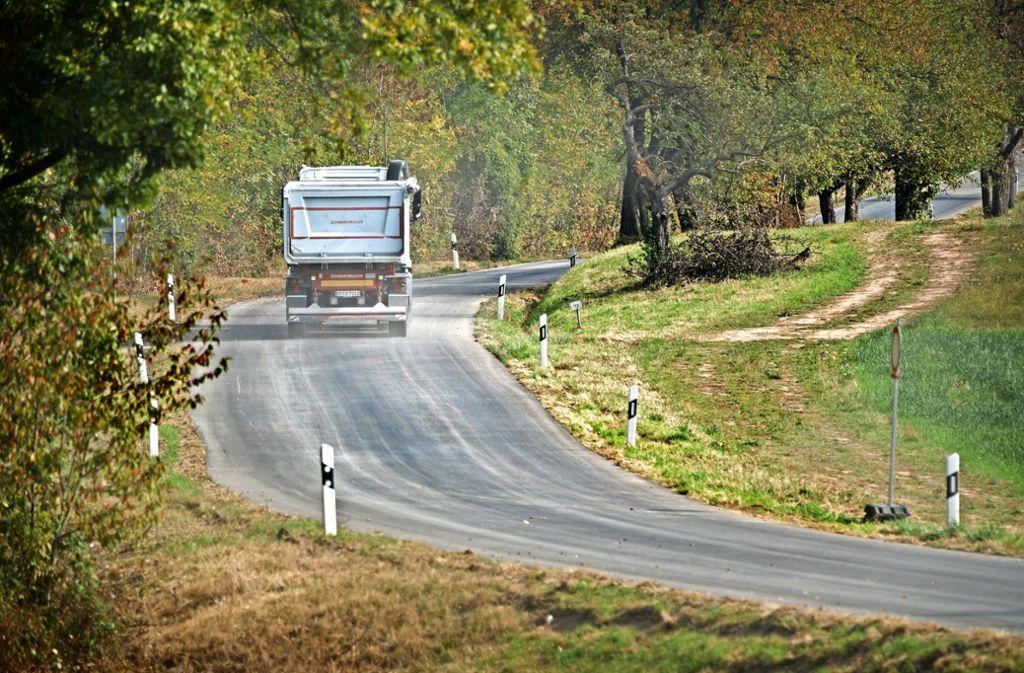 Noch fahren hier nur Baufahrzeuge, in anderthalb Wochen wird die Straße wieder für den Auto- und Motorradverkehr freigegeben. Foto: Gottfried Stoppel