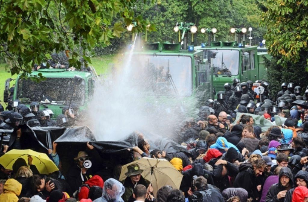 Der ehrenamtliche Richter machte Bemerkungen über das Verhalten der Demonstranten. Foto: dpa