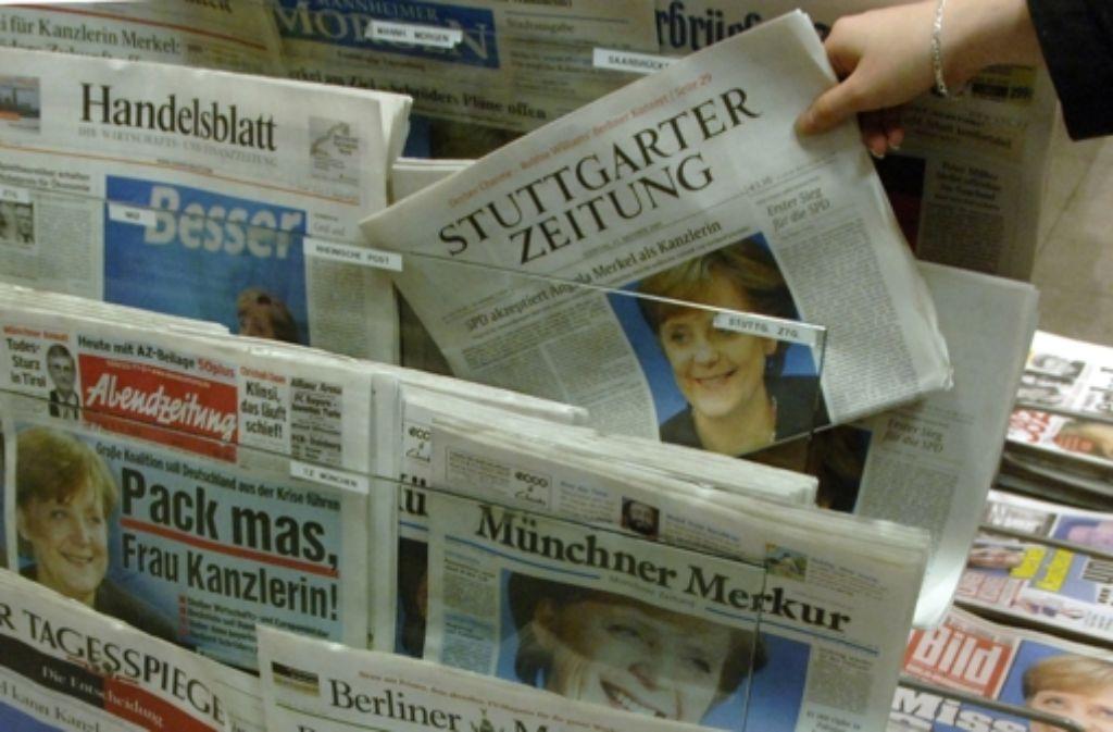 Früher hat nur Vati die Tageszeitung gelesen. Jetzt greift der Nachwuchs auch zu. Foto: dpa