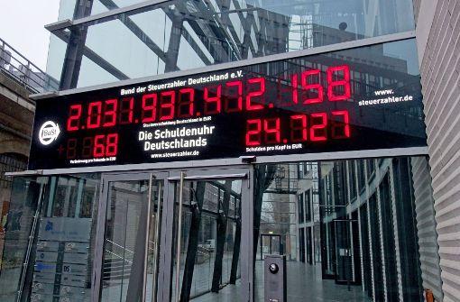 Deutschlands Schuldenuhr tickt langsamer