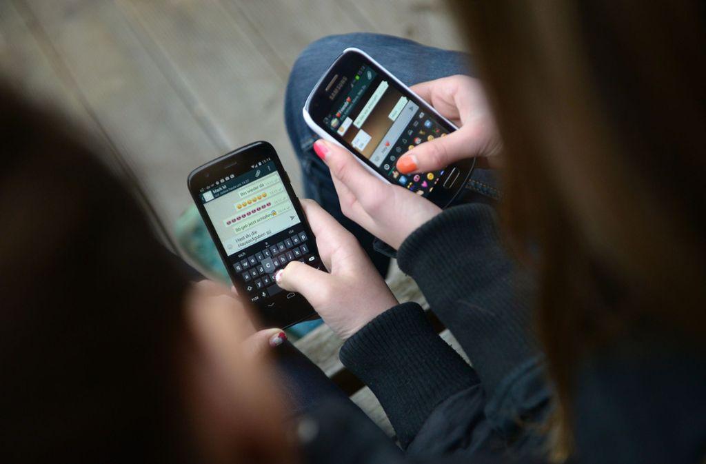 Jugendliche verbringen laut einer Studie viel Zeit im Netz. Foto: picture alliance/dpa/Henning Kaiser