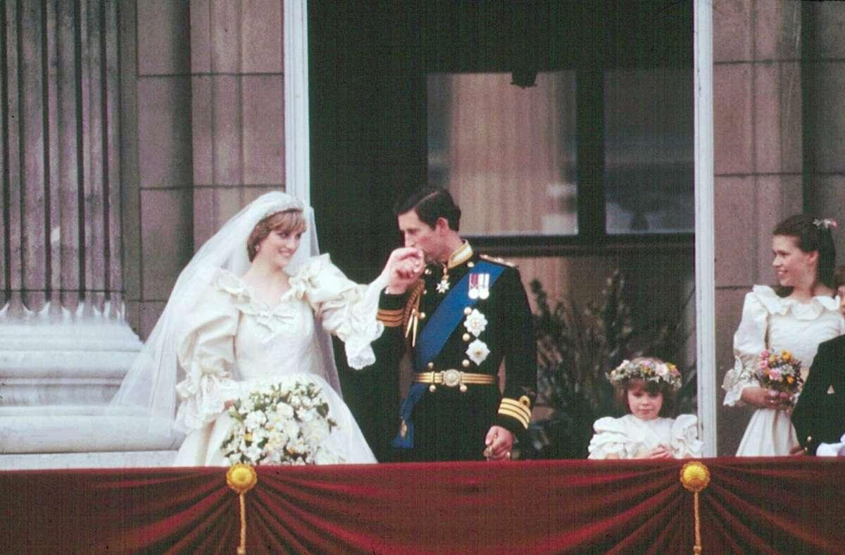 Alles schaut nach Märchen aus: Prinzessin Diana und Prinz Charles auf dem Balkon des Buckingham Palace. Foto: imago/United Archives International/imago stock&people