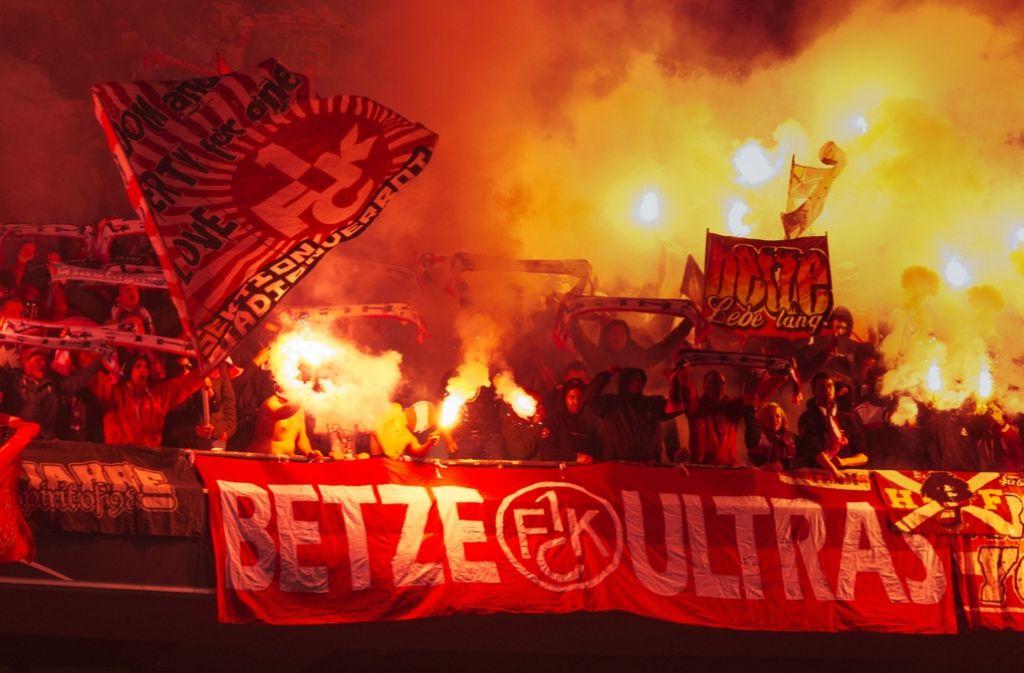Der 1. FC Kaiserslautern hat heißblütige Fans. Foto: dpa