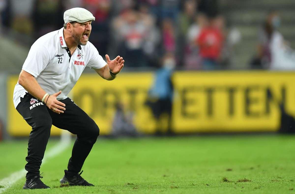 So kennen die Fußball-Fans Steffen Baumgart: An der  Seitenlinie stets engagiert unterwegs, auf dem Kopf eine Schiebermütze. Foto: dpa/Marius Becker