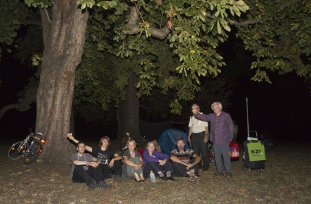 Parkschützer haben in der Nacht zu Dienstag ihr Lager im Rosensteinparkl aufgeschlagen. Foto: dapd