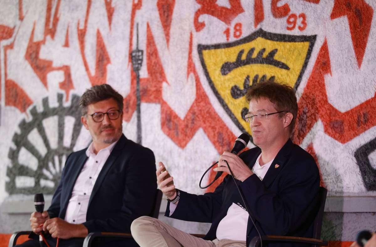 """Wahlkampf in der """"Schwemme"""": VfB-Präsident Claus Vogt (links) und seine Gegenkandidat Pierre-Enric Steiger Foto: Baumann"""