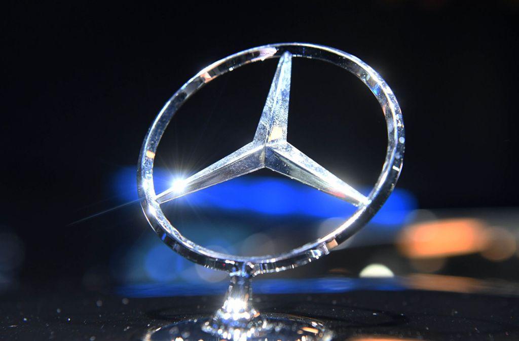 Der Mercedes-Stern  glänzt nicht mehr ganz so hell wie in den vergangenen Jahren. Foto: dpa