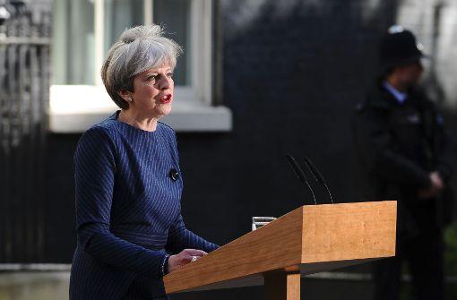 Warum will Theresa May in Großbritannien Neuwahlen?