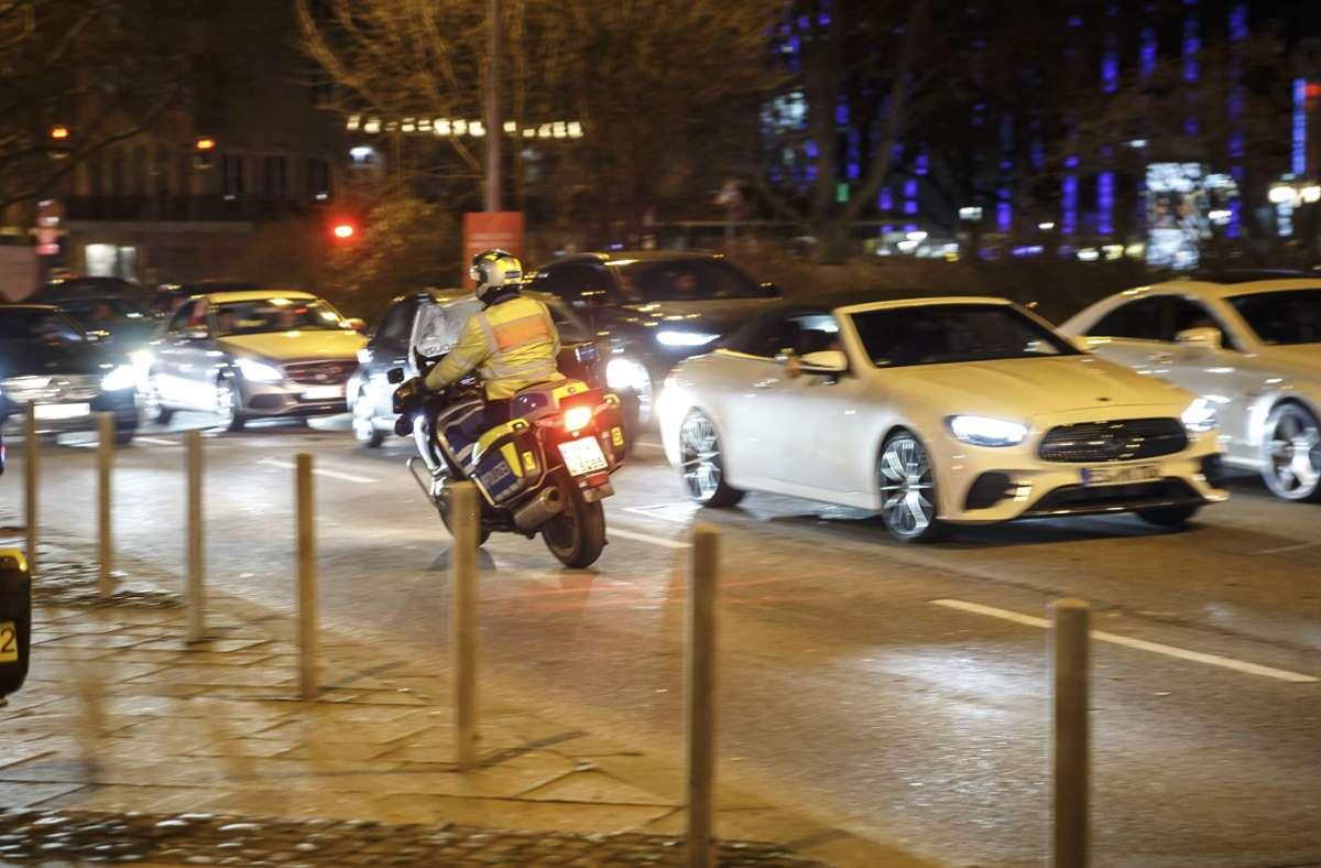 Stoßstange an Stoßstange rollen die Autos im Schritttempo über die Partymeile. Foto: Lichtgut/Julian Rettig (Archiv)
