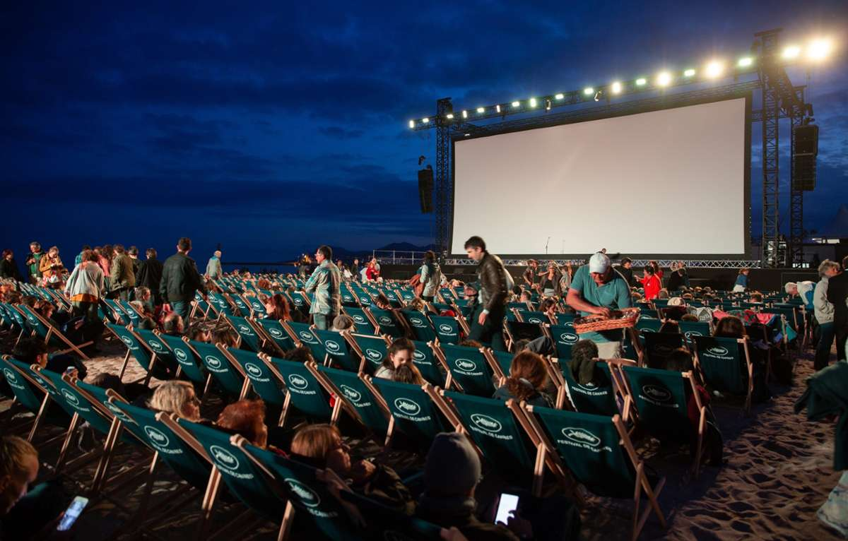 Wir zeigen euch, welche Open-Air-Kinos neben einer tollen Filmauswahl auch eine magische Kulisse und jede Menge Leckereien anbieten Foto: unsplash