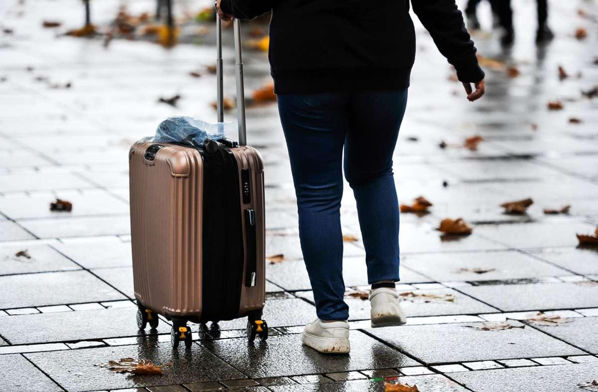Eine der wenigen Touristinnen dieser Tage in Stuttgart? Foto: Lichtgut/Max Kovalenko