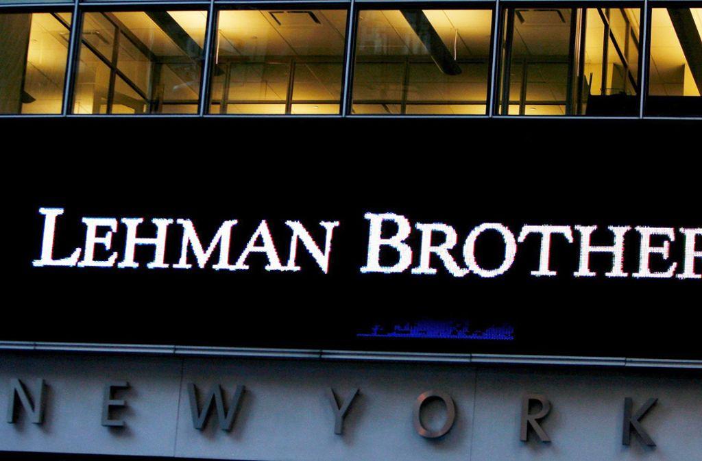 Ein Schriftzug an der Zentrale von Lehman Brothers: Vor zehn Jahren meldete die US-Investmentbank Konkurs an Foto: dpa