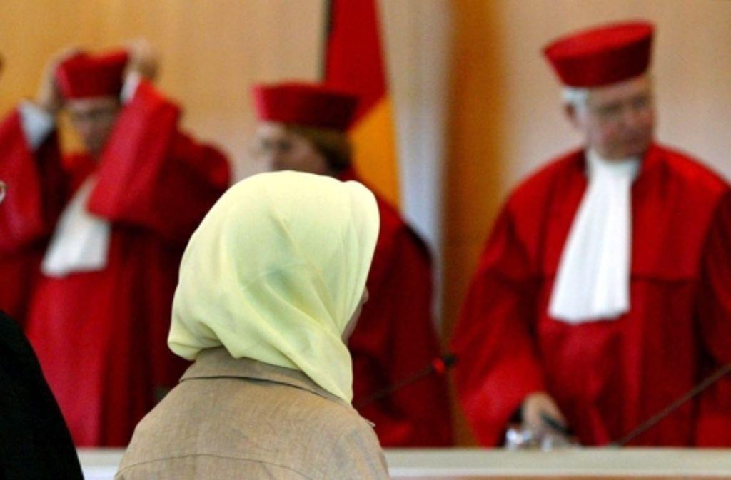 Die muslimische Lehrerin Fereshta Ludin erstritt 2003 ein erstes Urteil des Verfassungsgerichts zum Thema Kopftuch. Foto: dpa