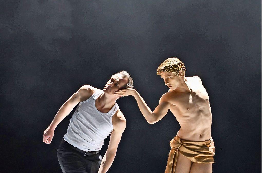 "Matthias Klink (li.) und David Moore in ""Tod in Venedig"" in Stuttgart Foto: Oper Stuttgart"