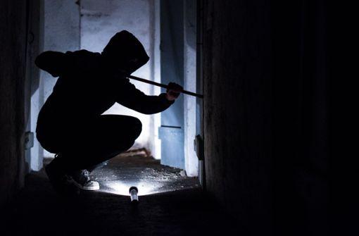 Einbrecher versprüht Löschmittel