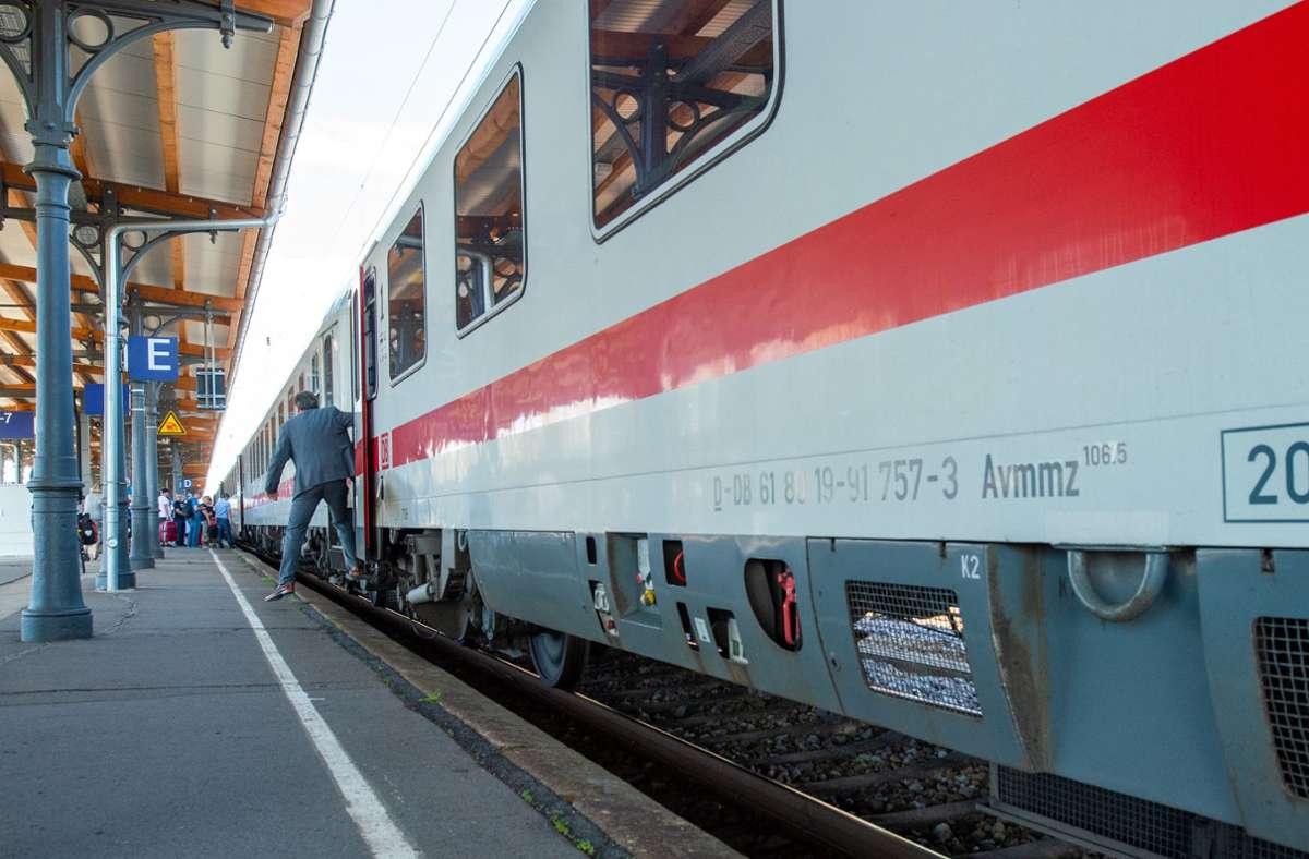 Ein kleiner Schritt für die Menschheit, aber ein großer Schritt für Bahnkunden: Höhendifferenz am Bahnsteig. Foto: dpa/Klaus-Dietmar Gabbert
