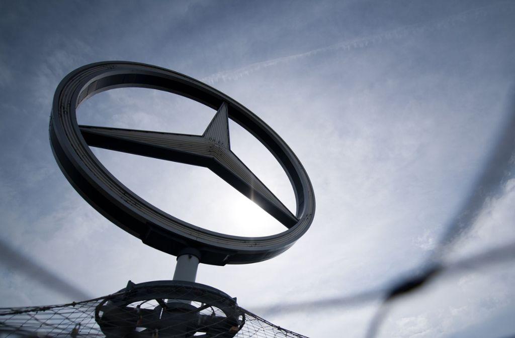 """Laut der """"BamS"""" hat das KBA herausgefunden, dass die neu entdeckte Funktion bei Software-Updates von Daimler unbemerkt entfernt wurde. (Archivbild) Foto: dpa"""
