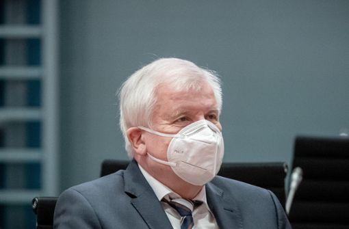 Seehofer gibt Ministerpräsidenten Mitschuld an Corona-Toten