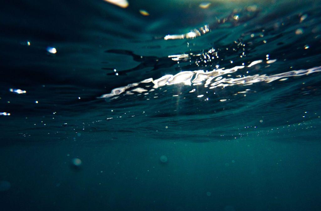 Beim Bad im Meer ist ein 66-Jähriger mit fleischfressenden Bakterien infiziert worden. Foto: Cristian Palmer
