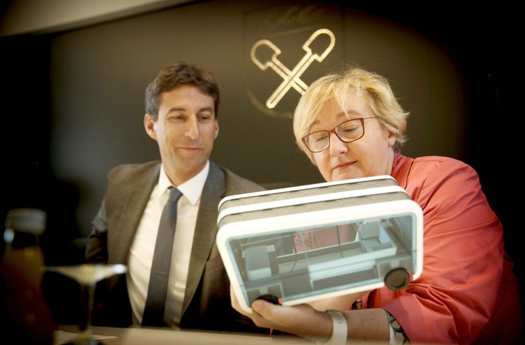 Wissenschaftsministerin Theresia Bauer hat sich unter anderem mit OB Matthias Klopfer über das Reallabor Schorndorf ausgetauscht. Foto: Stoppel