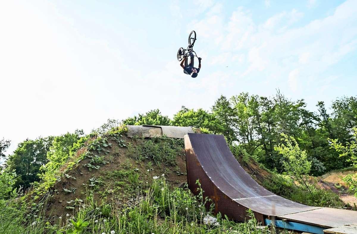 Rampen, Hügel und hohe Sprünge sind fester Bestandteil der Fahrten auf dem Dirtpark. Das ist nicht zwingend das, was Downhill-Fahrer wollen. Foto: privat