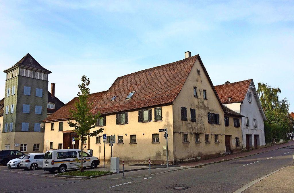 Archäologen erhoffen sich unter den  Gebäuden neue Erkenntnisse über die einstige Wasserburg in Stammheim. Foto: Chris Lederer