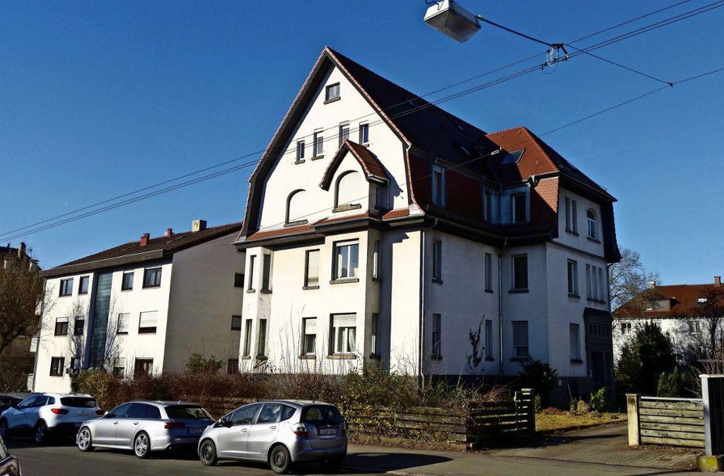 Für das  anno 1916  gebaute Jugendstilhaus an der Robert-Koch-Straße 66 liegt die Abrissgenehmigung vor. Es wird durch ein Gebäude mit zehn Wohnungen ersetzt. Foto: Götz Schultheiss