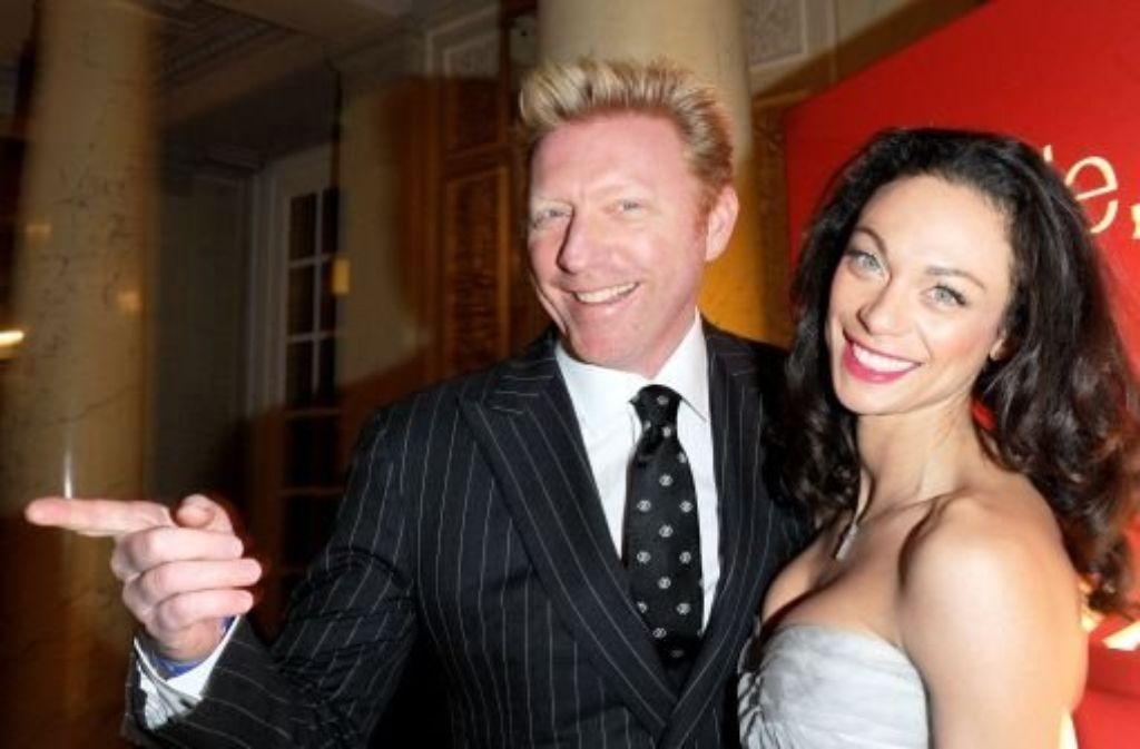 Boris Becker (hier mit seiner Frau) muss 800 000 Euro zahlen. Foto: dpa