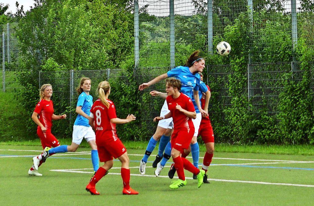 Julia Rau trifft zur 1:0-Führung für den TSV Münchingen Foto: Katharina Dickhoff